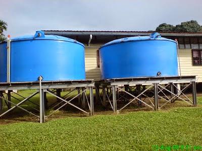 Membersihkan tangki air pada rumah