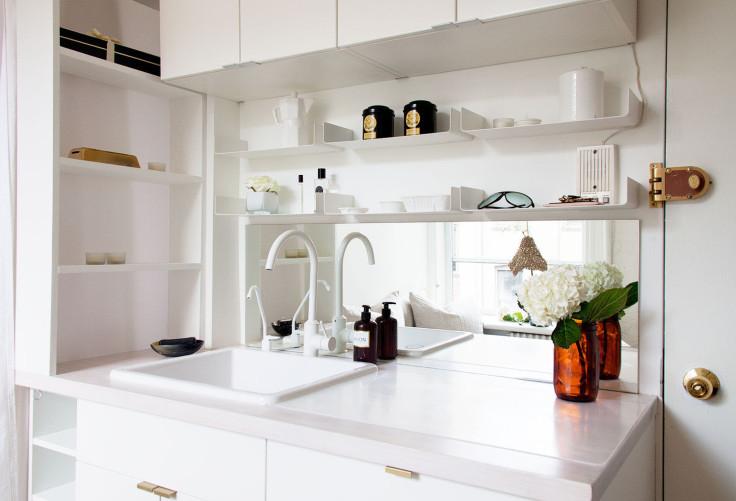 Warna Putih Untuk Membuat Kesan Lapang Dapur Rumah