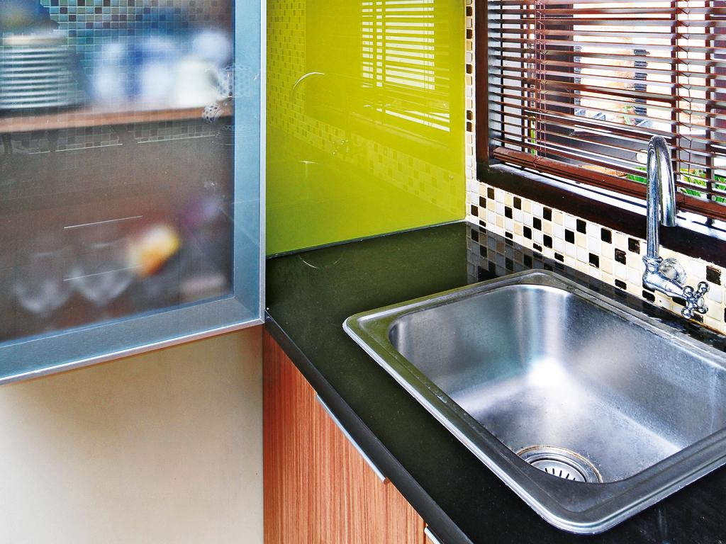 Tips Menjaga Kitchen Sink Agar Tetap Bersih
