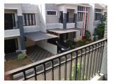 jalan depan dari balkon atas