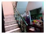 dapur dan tangga ke lantai dua